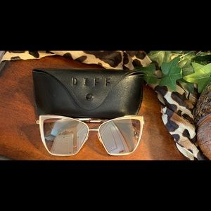 Like New! Diff Sunglasses Gold + Flash Brown
